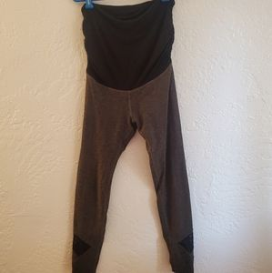 Beyond The Bump Leggings Size Large